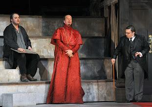 Photo: Theater an der Wien: MATHIS, DER MALER von Paul Hindemith. Premiere 12.12.2012, Inszenierung: Keith Warner. Wolfgang Koch, Kurt Streit, Charles Reid. Foto: Barbara Zeininger.