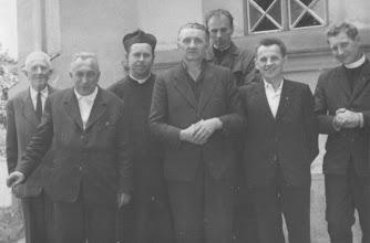 Photo: Sedm statečných. Zleva: Pan kostelník Křivda, kněží Pechanec, Kolečkář, Krahulík, Dorničák, Janáč a Brhel (Slavnost svatých Cyrila a Metoděje 1969).
