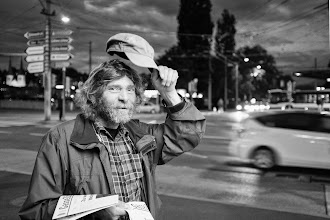 "Photo: Pesche ""Gasse Zitig""...  #street #streetphotography #shootthestreet  #blackandwhite #blackandwhitephotography #bw #monochrome"
