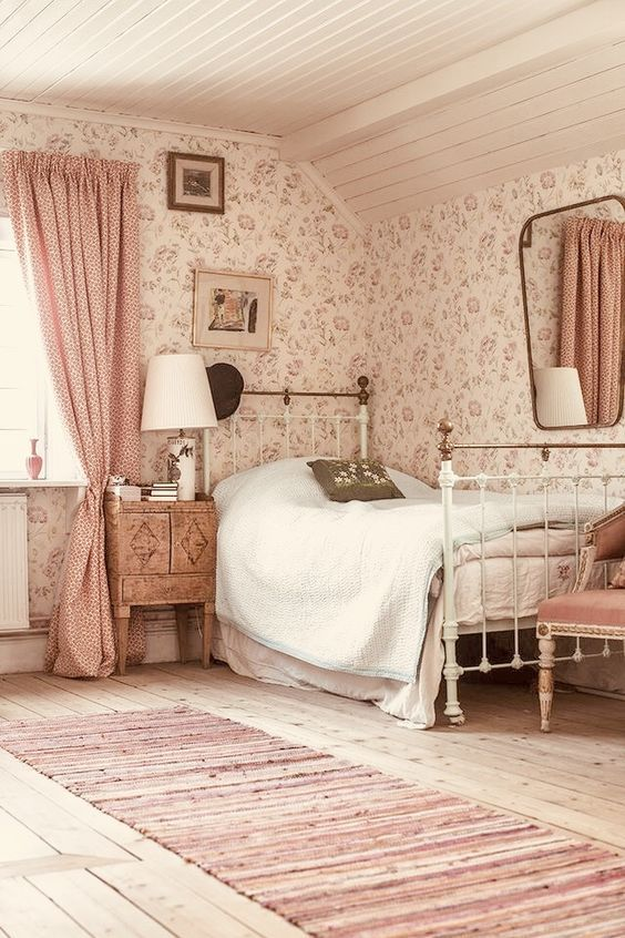 English-Cottage-Inspired Bedroom Ideas