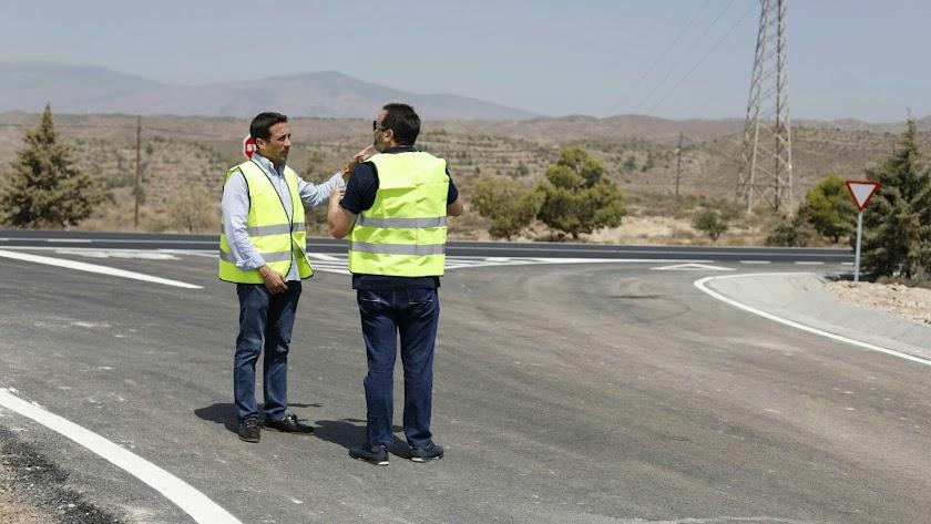 Imagen de archivo del diputado Óscar Liria en la red viaria provincial.