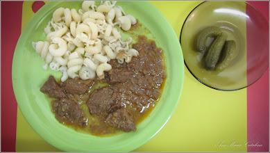 Photo: Rosteios - carne de manzat batuta cu ciocanul multa ceapa, boia. Se fierb 2-3 ore