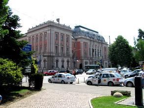 Photo: Nr.1  Palatul de Justitie din Cluj  situat la intersectia Pietei Stefan cel Mare cu Calea Dorobantilor  a fost construit in perioada 1898-1902 in stil eclectic.  A fost proiectata de catre arhitectul Gyula Wagner. Antreprenor a fost David Sebestyen.  Cladirea a fost catalogata drept monument istoric si de arhitectura.  In ea functioneaza mai multe instante judecatoresti,  intre care si Curtea de Apel Cluj.... - http://www.panoramio.com/photo/53401087?tag=Cluj-Napoca%20-%20Piata%20Stefan%20cel%20Mare (2012.05.25)