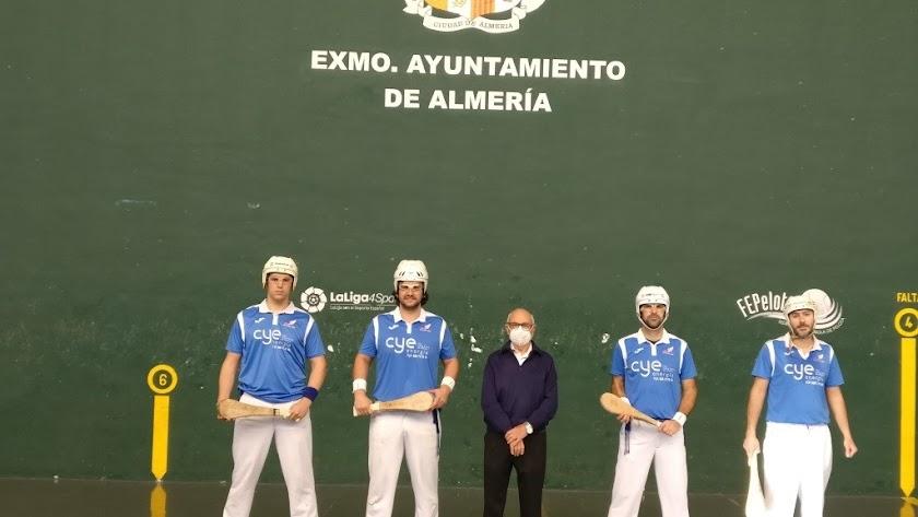 El presidente Soler con los jugadores.