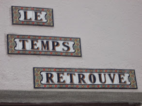 Photo: Dans la Traversée de Coustouges les plaques de rues incitent à la poésie et la réflection