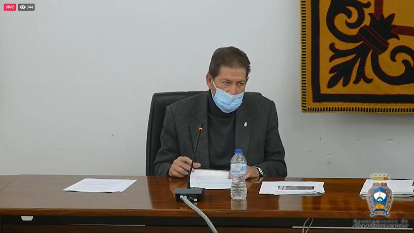 El edil Pedro López, durante su intervención en el pleno.