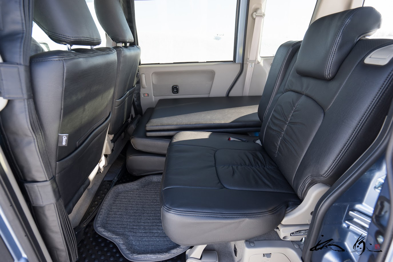 イレブンインターナショナル社製「クラッツィオ(ES-6030)」・前席・後席設置