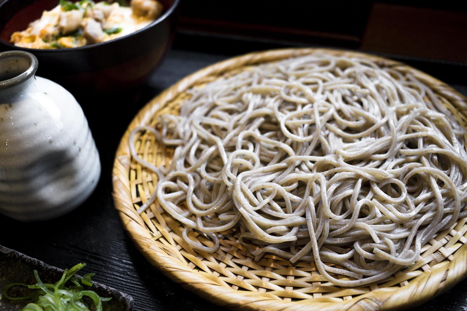 緑の麺と濃いめのつゆが魅力!藪そばの美味しい食べ方