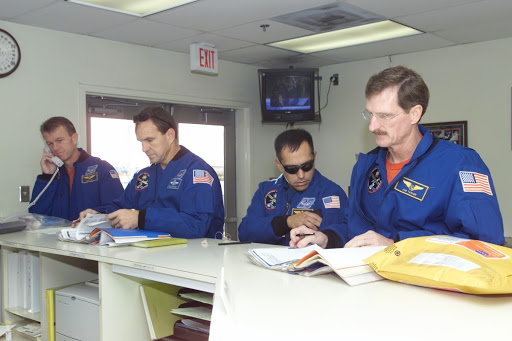 STS-97 crew departure for KSC