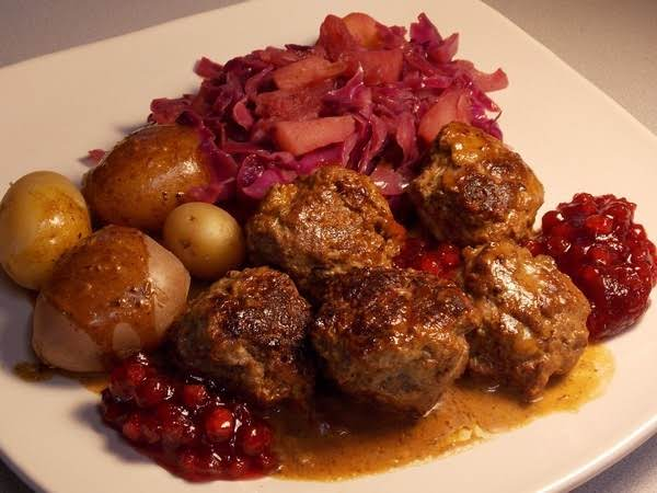 Swedish Meatballs W/ Gravy & Lingonberry Preserves Recipe