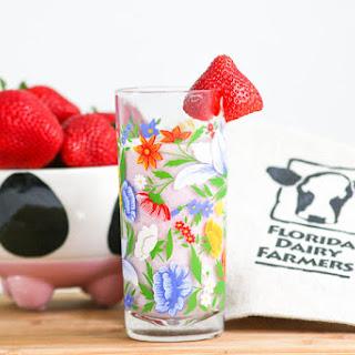 Strawberry Milkshake #SundaySupper #JuneDairyMonth