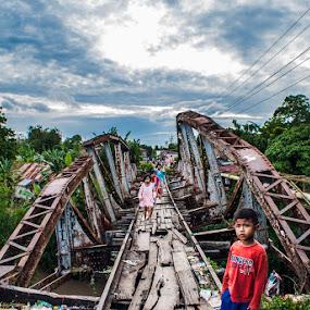I can through this bridge by Kesuma Wijaya - Babies & Children Children Candids ( children candid, human interest, bridge )