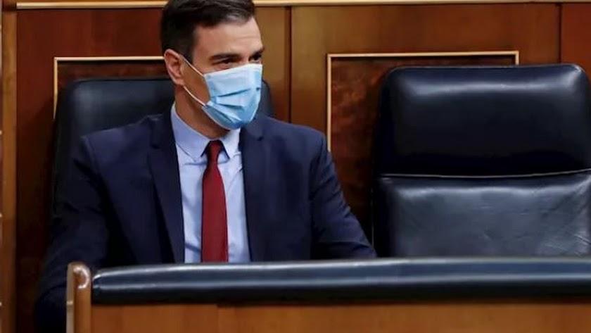 Pedro Sánchez en el Congreso con mascarila.