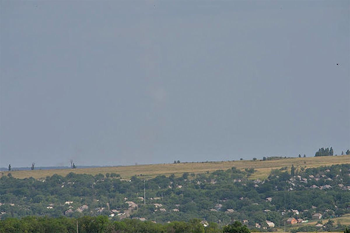 Оригинал фото с инверсионным следом ракеты, сбившей «Боинг» МН-17. Опубликовано Сергеем Пархоменко