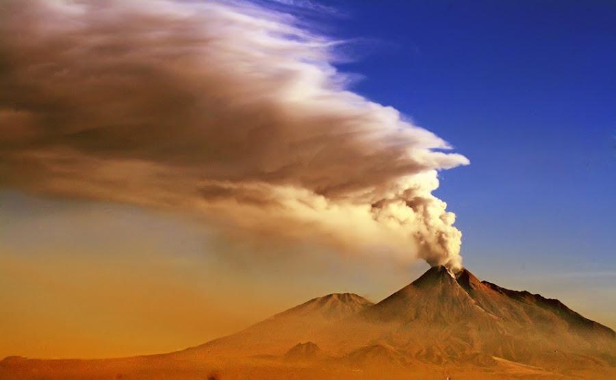 merapi eruption by Teguh Santosa - Landscapes Mountains & Hills ( lanscape, merapi, eruption )