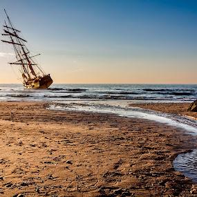 Naufragio by Jesús Sánchez Ibáñez - Landscapes Beaches