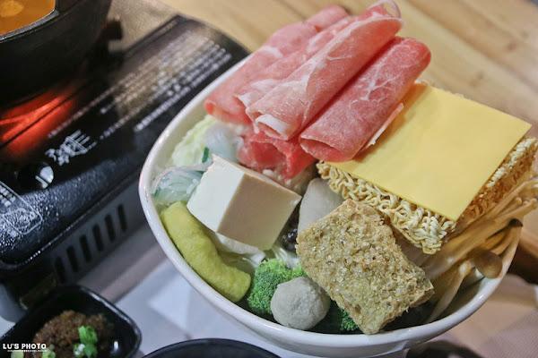 台南永康 「鐵木匠複合式餐廳」工業特色風格餐廳。義麵/燉飯/火鍋/定食 。|永康戶政事務所|永大路|