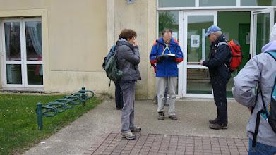 Photo: Départ de Pontcarré de La Marche du Printemps de Pontcarré en étudiant la carte des 20km