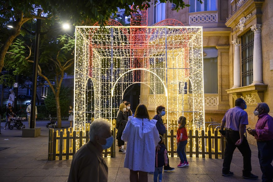 La caja de luz ya brilla en la Plaza del Educador.