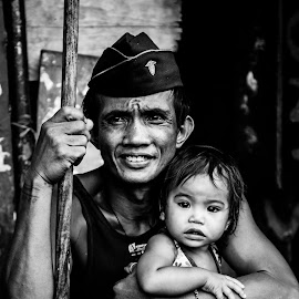 Street Life by Marc Anderson - Black & White Portraits & People ( street scene, homeless, street life, street photography, manila )