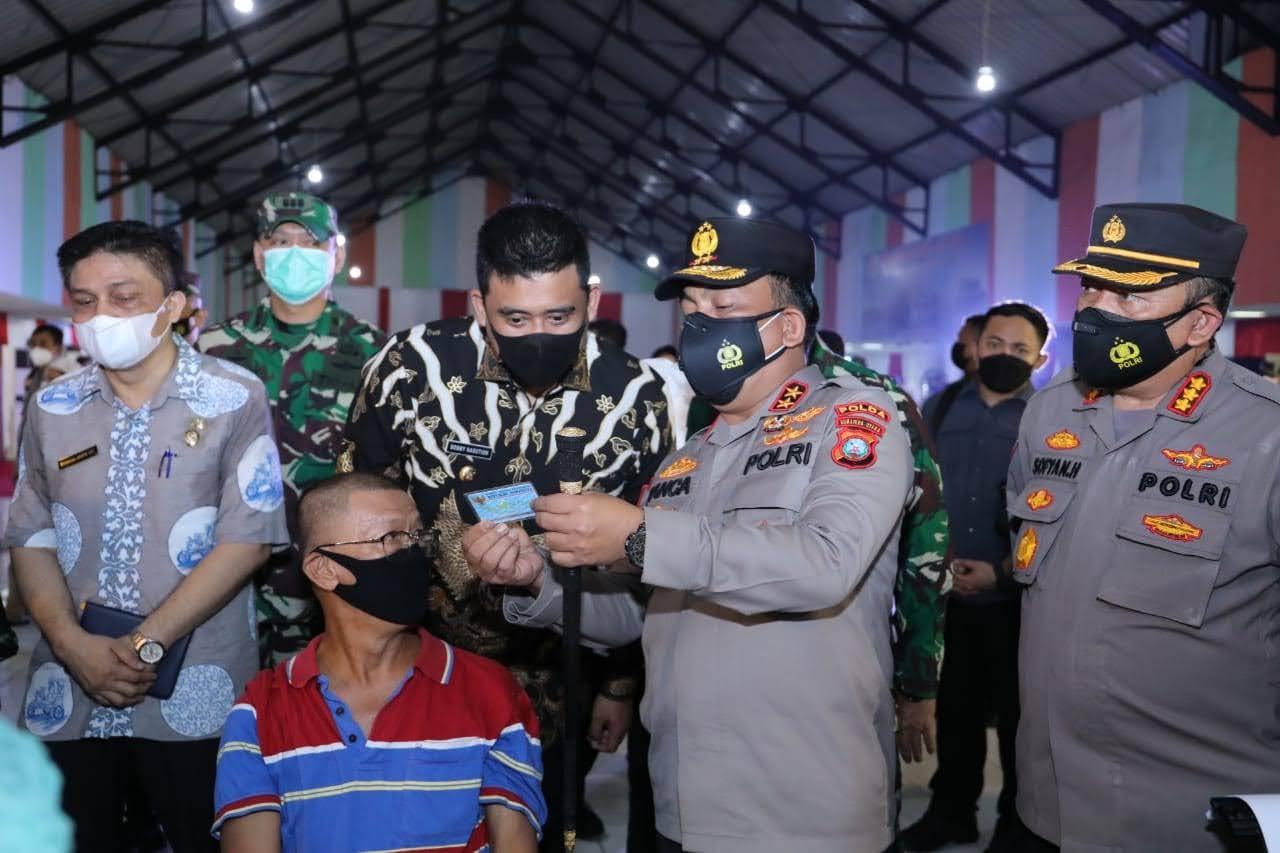 1.000 Warga Medan Jalani Vaksin Masal, Kapoldasu : Masyarakat Yang Sudah Vaksin Tetap Patuhi Prokes