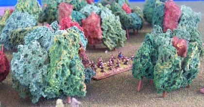Photo: Nativi americani, schierati all'estrema sinistra della linea francese.Miniature Baccus, materiale scenico autocostruito.