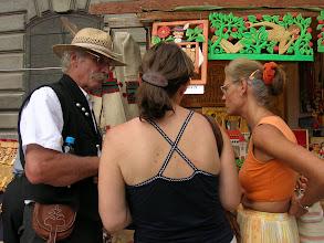 Photo: Fafaragó, - fejénél az önarcképe