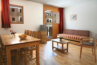 Photo: Coin salle à manger et coin salon d'un appartement 3 pièces pour 6 personnes