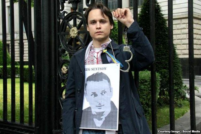 Кристиан Жереги на акции в поддержку арестованного в Крыму режиссера Олега Сенцова