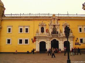 Photo: #002-Lima. Le Monastère avec sa bibliothèque et ses catacombes.