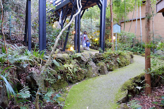 Photo: Path leading to private onsen 通往私人湯屋的小路