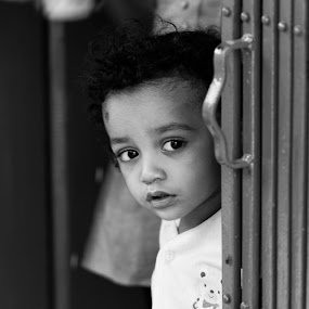 Innocence at door by ANANT KUMAR - Black & White Portraits & People ( people )