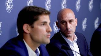 Robert Moreno y Luis Rubiales en rueda de prensa.