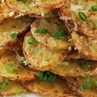 Crispy Garlic Parmesan Potatoes That Are Baked!