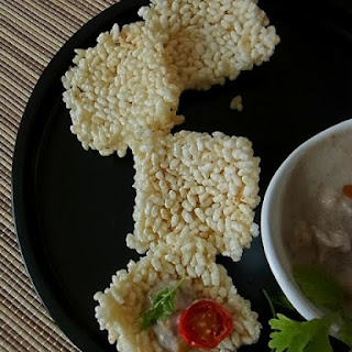 Thai Rice Crackers with Coconut Dip (ข้าวตังหน้าตั้ง Khao Tang Na Tang)