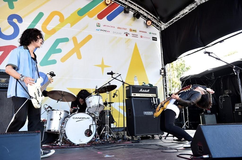 【迷迷現場】PIA 音樂祭 SIX LOUNGE 一大早送上滿滿搖滾能量