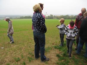 Photo: Jest niedziela 12 października. Jesień. Kiełkuje ozimina. Dzieci krążą wokół tematu zadzierzgnięcia znajomości.