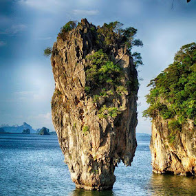 Rock by Deep Ocean - Landscapes Waterscapes ( phiphi, sea, rock, travel, island,  )