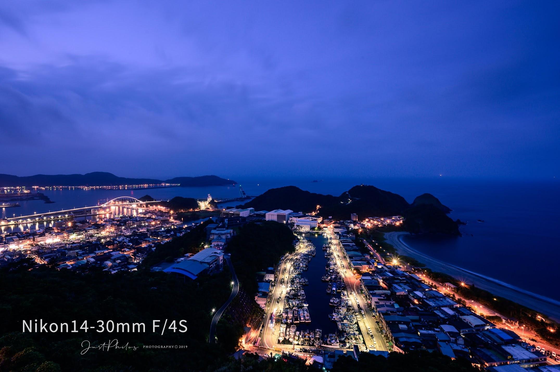 NIKON Z6+NIKON 14-30MM F/4S   f/13 30s ISO100 南方澳觀景台夜拍。拍攝這張照片刻意縮光圈看14-30mm F/4S這顆鏡頭的星芒表現,表現如何客倌自己評斷囉。