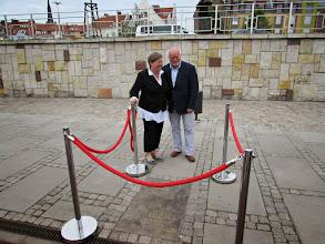 Photo: Aleksandra i Andtzej Kocewicz przed tablica
