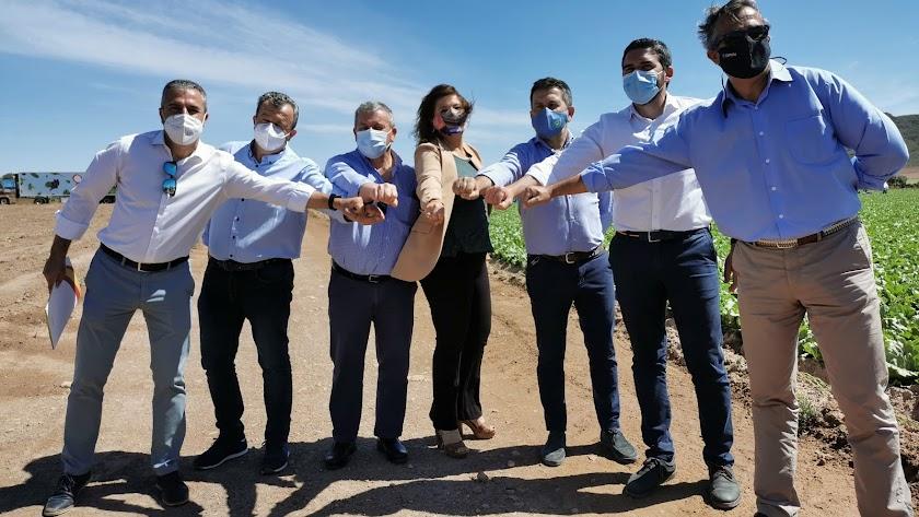 Agricultores y autoridades durante el acto celebrado este lunes en Pulpí.