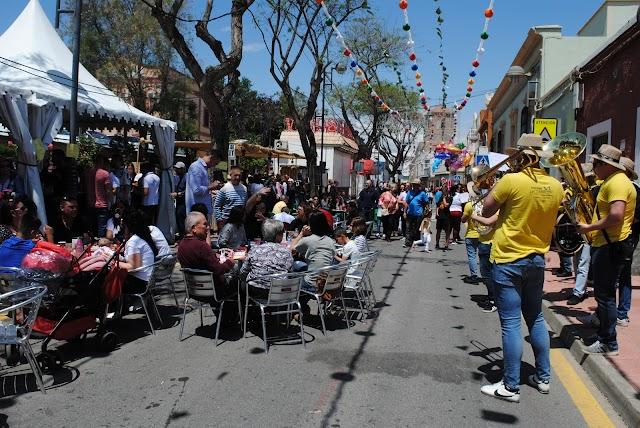 Los huercalenses disfrutando de la Feria del Mediodía del año 2018.