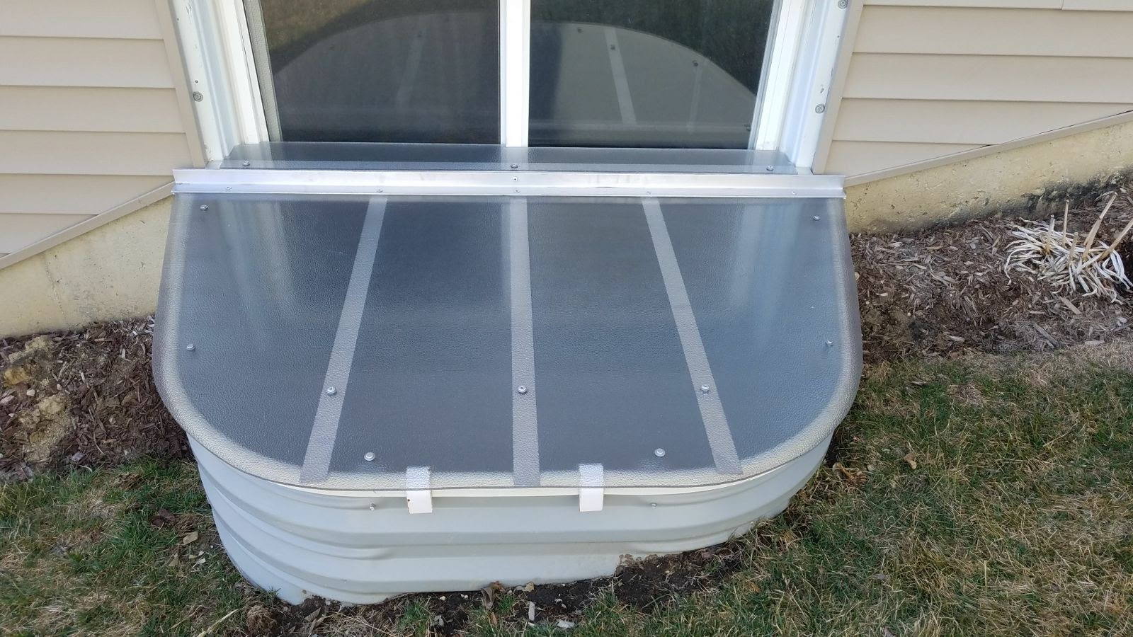 Park Forest, IL-HandyManny Custom Window Well Covers