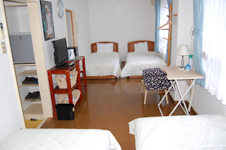 Photo: 305号室 和室4名部屋 テレビ有、エアコン有、冷蔵庫有、 トイレ有、バスルーム有