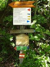Photo: Naturfreundehaus Knofeleben ist die alte und auch ganz neue Bezeichnung; die Bezeichnung ganz oben ist obsolet. 'Knofeleben Hütte' scheint mir das Passendste zu sein.