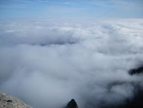 Photo: Desde la cumbre no se ve el mar de agua sólo el de nubes