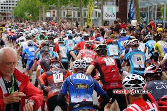 Photo: Toujours le départ, Bertrand en rouge au milieu.