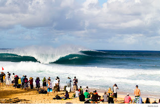Photo: Pipeline. Photo: Ellis #surferphotos