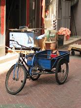 Photo: Kiinalainen kulkuneuvo ja matkustaja