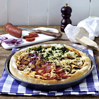 Pizza with Spinach, Tuna, Mushrooms and Salami.
